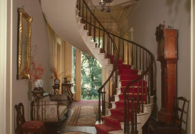 Comment faire un rangement sous escalier ?